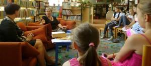 S Veronikou Šikulovou a deťmi základnej školy