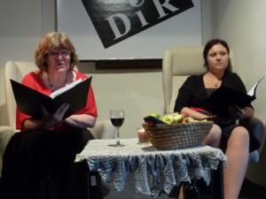 Verše zo zbierky Rok červených moruší v slovenčine a češtine čítajú Danica Bronišová a Milena Fucimanová