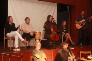 Atmosféru večera podfarbuje folková skupina M.E.L.L.