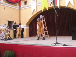 na 1. ročník medzinárodného kultúrneho podujatia Atrium art zavítal brnenský divadelný súbor Agadir s inscenáciou moiich poviedok z knihy Záhrady. Z jednoaktovky O neobesenom Šangovi