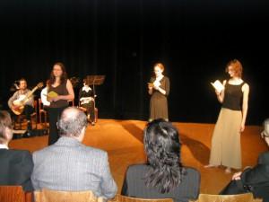 Hudobno-slovné pásmo zostavené z veršov básnickej zbierky Kamene v podaní členov brnenského divadla Agadir