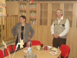 Pán riaditeľ je hrdý na knižnicu, ktorú sa im podarilo vybudovať