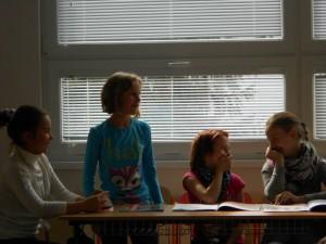 Toto sú ti šikovní šiestaci, budúci herci :)