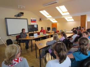 Na ZŠ Petra Škrabáka majú okrem tejto multimediálnej učebne aj tkáčsky stav a hrnčiarsky kruh. Klobúk dolu.