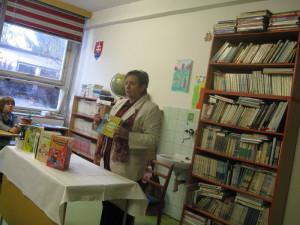 """Otváram akciu """"Školské knižnice - brána do života""""."""