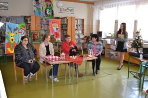 Réžiu besedy starostlivo pripravila pani knihovníčka Irena Kruciláková (na fotke druhá sprava) so svojimi dievčatami :)