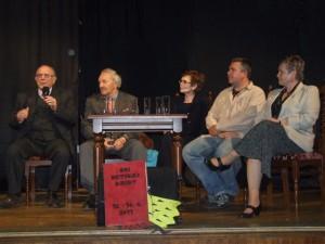 S Jirkom sme sa spoznali v roku 2011 na Dňoch detskej knihy v Prešove. Zľava: Ivan Szabó, Ján Beňo, Toňa Revajová, Jiří Holub. Marta Hlušíková