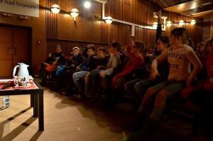 Deti už čakajú v sále kultúrneho domu