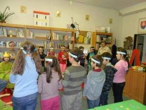 Deti pod taktovkou dobrej duše školskej knižnice pani Evy Dienešovej