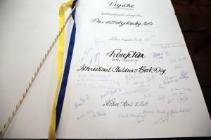 Podpisy účastníkov Dní detskej knihy