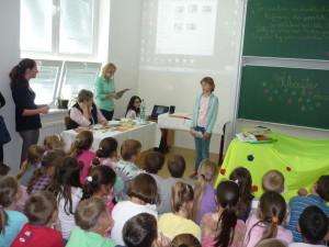 Deti si pre mňa pichystali takmer hodinový program - prezentácie, recitácie a scénky. Úžasné decká!