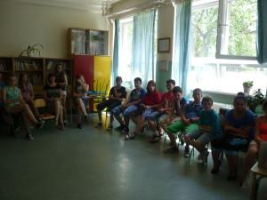 Pani riaditeľka školy Mgr.  Laczkóová tvrdila, že títo žiaci dokážu byť poriadni čerti. Dnes boli anjeli - veď sa pozrite :)
