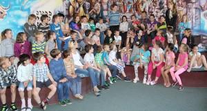 Deti prednášajú vlastné veršovačky - a musím povedať, že vydarené :)