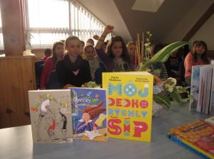 Knihy už čakajú a tešia sa na svojho najmladšieho brata - Vežovníčka
