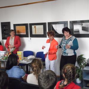 Privítala ma riaditeľka Gemerskej knižnice Mgr. Kyselová a besedu s prehľadom moderovala pani Tatiana Bachňáková