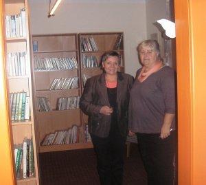 Netušila som, akú peknú knižnicu majú vo Vyšnej Pokoradzi. S pani Svetlanou Bornayovou, ktorá ma na besedu pozvala.