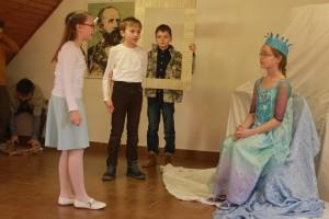 Rozprávkové dopoludnie otvorili deti zo ZIŠ v Rimavskej Sobpote divadelným predstavením o ľadovej kráľovnej