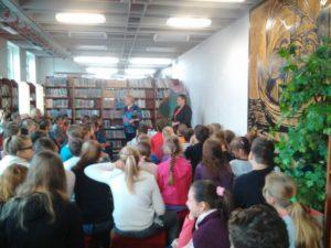 Na dvoch besedách sa zúčastnili žiaci z piatich základných škôl.