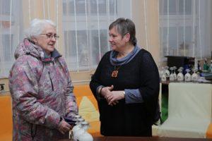 ...a porozprávať sa s čitateľmi. Pani Výrostková má práve doma požičaný môj Karamelový smiech. Čo môže viac autora potešiť ako to, že sa jeho knihy čítajú?