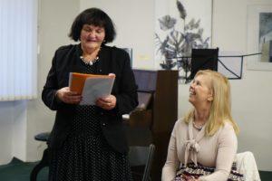Hana Košková číta recenziu na knihu, ktorá vyjde v Literárnom týždenníku.